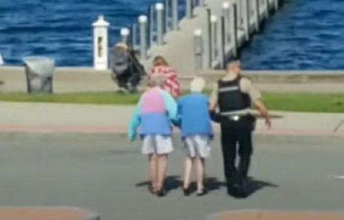 Rizična humanost: Policajac pomogao bakama VAN pešačkog prelaza, ovako su svi reagovali (VIDEO)