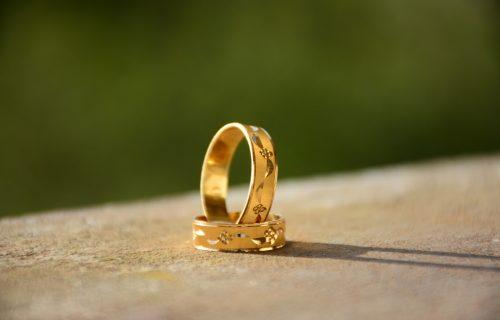 Vratite sjaj vašem ZLATNOM nakitu: Trebaće vam samo 3 sastojka i biće kao nov (VIDEO)