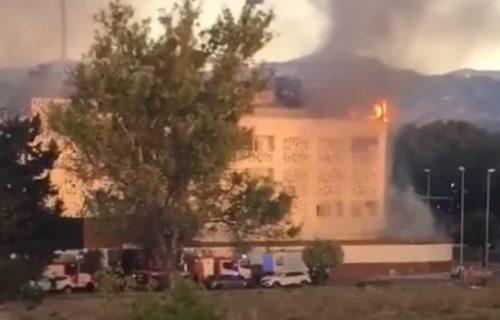 Ljudi SKAKALI sa terasa da se spasu: Požar buknuo u luksuznom hotelu, čovek nađen MRTAV u sobi (VIDEO)