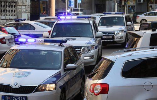 Panika na Autokomandi: Muškarac sa PIŠTOLJEM ušao u autobus, reagovala ŽANDARMERIJA