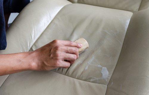 Sjajan trik! Pasta od DVA sastojka ukloniće i najgore fleke sa vaših sedišta