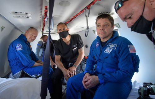 SpaceX vratio astronaute na Zemlju! Crew Dragon bezbedno sleteo u okean (FOTO)