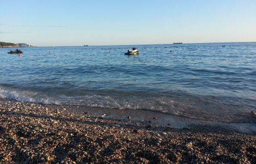 Kupači na Jadranu prijavili ČUDAN problem: Nakon izlaska iz vode osećaju svrab, evo šta je u pitanju