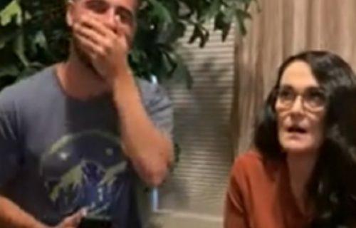 Crveneo kao nikad pre! Tašta mu pročitala PERVERZNU poruku na telefonu, pa ga šokirala reakcijom (VIDEO)