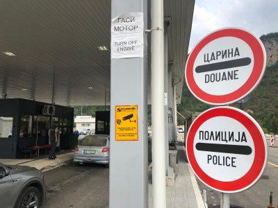 ZAPLENA na Gradini: Carinici otkrili auto pun kopija poznatih parfema, vozač rekao da nema ništa (FOTO)
