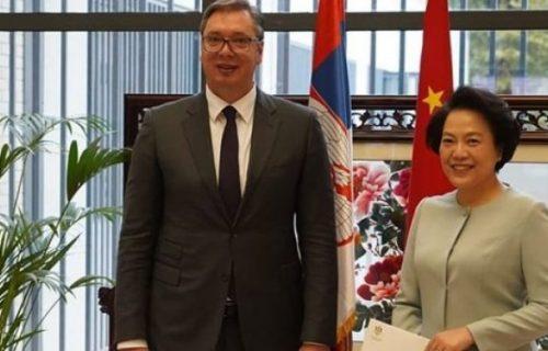 Nijedan srpski predsednik nije imao tu priliku! Vučić se preko ambasadorke Čen Bo obratio predsedniku Siju