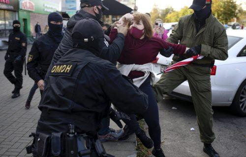 Ne prestaje haos: Zbog inauguracije Lukašenka ljudi na PROTESTIMA, ponovo usledila masovna hapšenja!