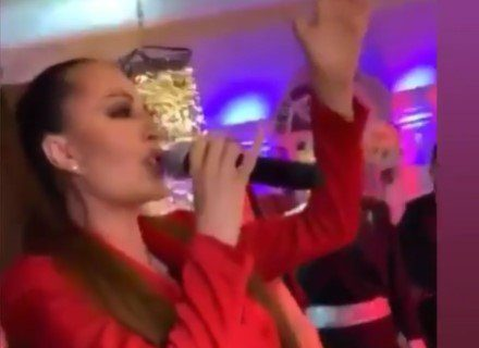 Kad Ceca peva sve PRŠTI: Ovako je folk zvezda napravila šou na ROMSKOJ svadbi u Parizu! (VIDEO)