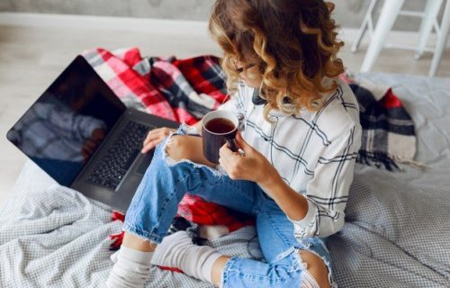 Ne možete da zamislite da popijete kafu ili čaj bez ŠEĆERA? Evo koliko KALORIJA dnevno unesete kroz njih