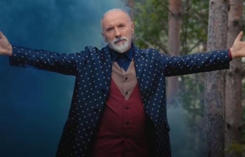 Dino Merlin - biografija: Odrastao u SIROMAŠTVU, lečio se na PSIHIJATRIJI, iz tuge napisao najlepše pesme
