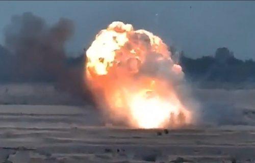 Zastrašujući prizori u Nagorno Karabahu: Azerbejdžanci IZRAELSKIM ORUŽJEM uništavaju Jermene (VIDEO)