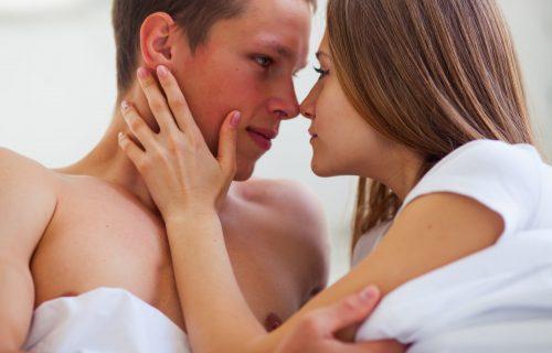 Kako da ga UVEK uzbudite: Muškarci otkrili koje 3 reči NAJVIŠE vole da čuju u krevetu