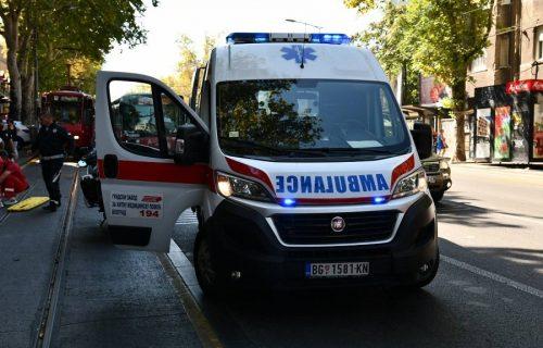 UŽAS u parku u Beogradu: Deka zario nož sebi u stomak, a onda ga stavio pored sebe! Prolaznica sve VIDELA