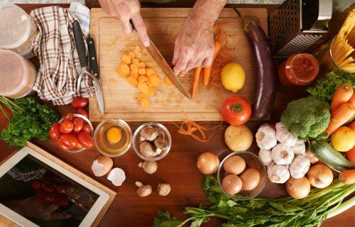 Proverite da li POGREŠNO seckate povrće: Nutricionisti objašnjavaju kako da to PRAVILNO radite
