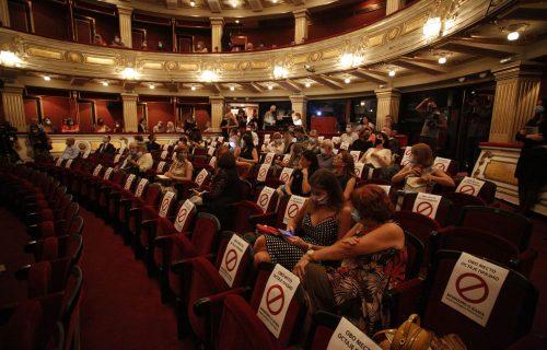 Nakon duge pauze: Ovako je izgledala prva premijera u Narodnom pozorištu (FOTO)