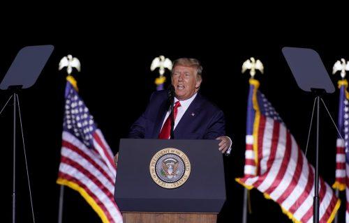 Trampova saradnica se oglasila o NAPASTVOVANJU: Doris optužila predsednika SAD za napad (FOTO)