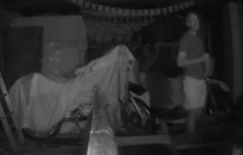 """Lovac na DUHOVE ušao u ukletu kuću i čekao na znak """"više sile"""": Iznenada se PREPAO kao nikad pre (VIDEO)"""