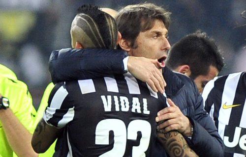 ZVANIČNO: Vidal definitivno napustio Barselonu i vratio se u Seriju A (FOTO)