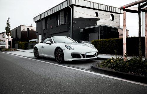 Većina automobila na ulicama je bela, znate li zašto? (VIDEO)