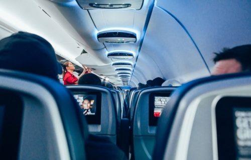 Putnici su ostali šokirani: Žena se PORODILA u avionu usred leta, imala je sreću da su ONI bili tu (FOTO)