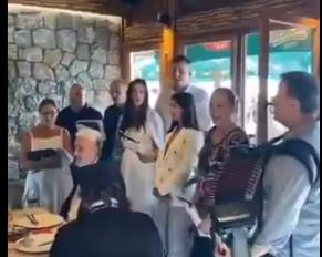 """Oterali Mila sa vlasti, pa SLAVE uz stihove pesme """"Tamo daleko"""": Krivokapić na čelu stola! (VIDEO)"""