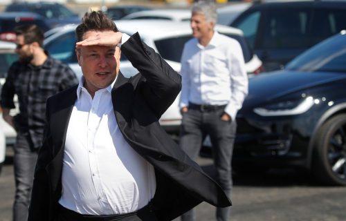 """Pogled u Maskovu budućnost: Moćne baterije, gigafabrike i """"pametni"""" auto za 21.000 evra (FOTO)"""