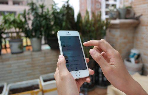 iPhone dobio NEOBIČNE tačke na ekranu, korisnici su ZBUNJENI, a evo čemu služe