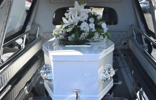 Lidija je SAHRANILA SINA kao bebu, a onda je posle 45 godina otvorila mrtvački kovčeg, zatekla je užas