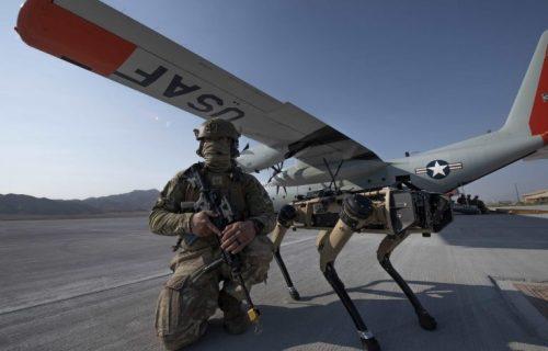 Roboti-psi čuvaju američke baze, pogledajte kako reaguju kad ih napadnete (VIDEO)