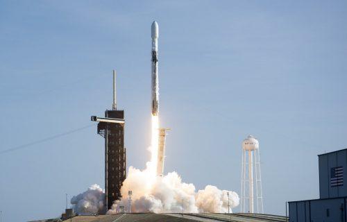 """Ilon Mask koristi """"svemirske"""" lasere za Starlink internet, evo koju brzinu postiže (VIDEO)"""