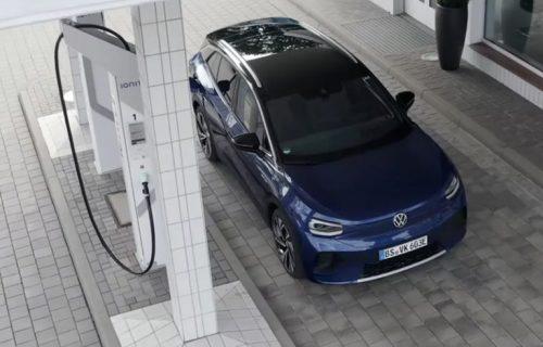 Volkswagenov ID.4 puni baterije na IONITY stanici: Novi tizer objavljen uoči premijere (VIDEO)