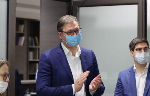 SNS proslavio slavu: Prisustvovao Vučić, pogledajte ko je sve došao da čestita naprednjacima (VIDEO+FOTO)