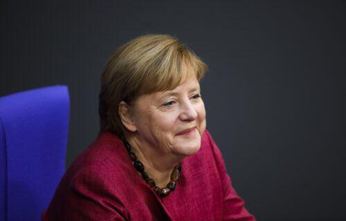 Šta to nosi Angela? Biznismen primetio nešto ČUDNO na licu Merkelove, sada svi traže jedan BROJ (FOTO)