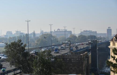 Žena (30) SKOČILA sa Brankovog mosta: Policija je spasila iz brze reke