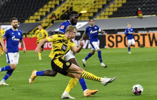 Bez neizvesnosti u velikom Rurskom derbiju: Dortmundovi tinejdžeri ZABETONIRALI Šalke za dno tabele!
