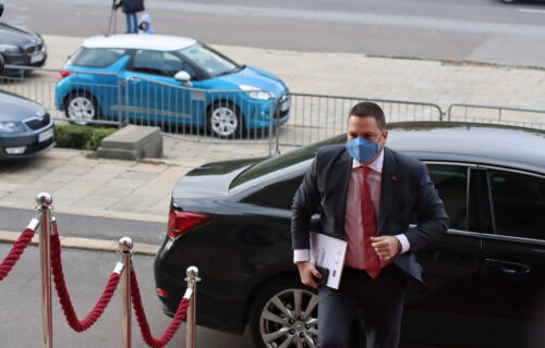 Ružić o SKANDALU u Novom Pazaru: Taj čin predstavlja urušavanje himne i državnih simbola Republike Srbije