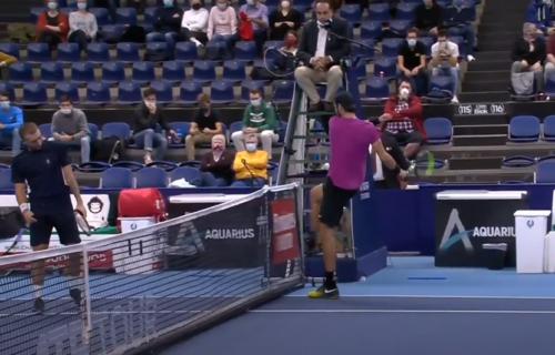 """Ruski teniser IZGUBIO ŽIVCE! """"Ne, ne, ne... Video sam da je 'ovoliko' loptica u autu"""" (VIDEO+FOTO)"""