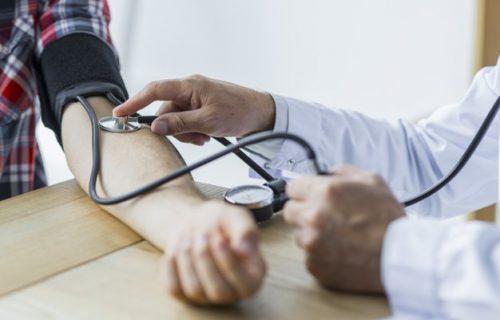 Umor, glavobolja i mučnina mogu biti samo neke od nuspojava: Imate li probleme zbog PROMENE VREMENA?