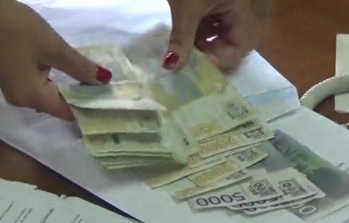 """Glumi da ima BOLESNO dete, pa traži pare: Ova žena HARA Srbijom i Crnom Gorom i """"zarađuje"""" milione (FOTO)"""