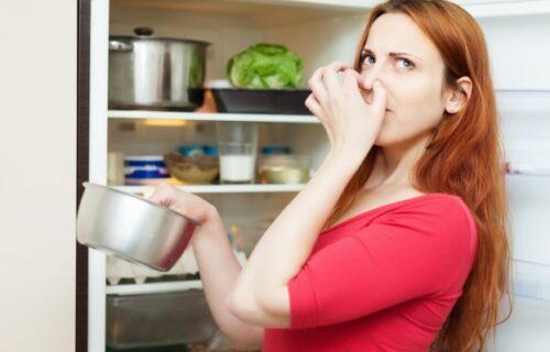 Kuhinjom vladaju neprijatni mirisi? Rešite ovaj problem sa samo DVA SASTOJKA