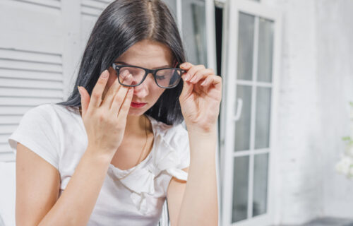 Trljanjem očiju dolazite do privremenog olakšanja, ali možete da prouzrokujete ozbiljno OŠTEĆENJE