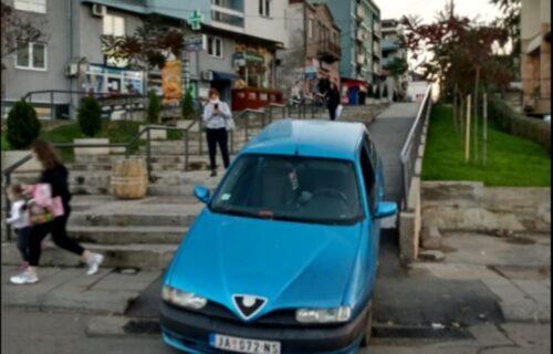 Ludačka vožnja u Kruševcu: PIJAN vozio niz stepenice i pešačku zonu (FOTO)