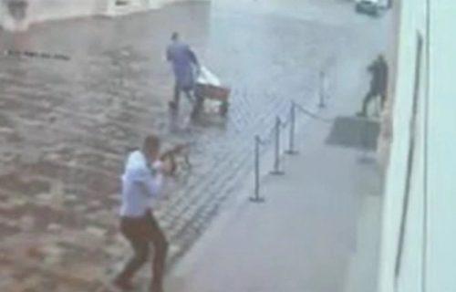 Policajac krenuo da beži, ali je bilo kasno: Snimak krvavog pira Danijela Bezuka u Zagrebu (VIDEO)