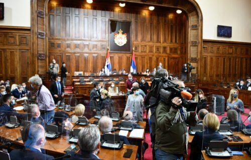 Svi ministri su zajedno izgovorili OVE REČI u Skupštini Srbije: Nakon glasanja, položili zakletvu (VIDEO)