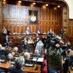 """Poslanici će """"sljuštiti"""" 2,2 tone SLANINE: Političarima za meze plaćamo 10,5 miliona dinara"""
