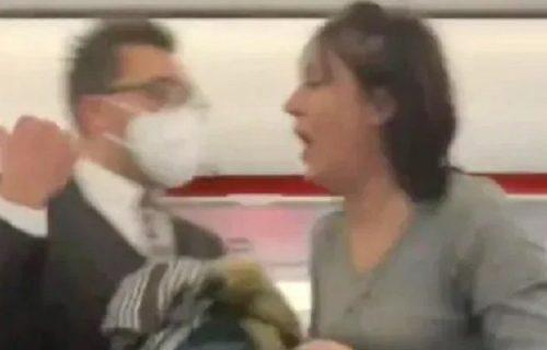 Ima li KOVIDIOTA u avionu? KAŠLJALA namerno bez maske na putnike (VIDEO)