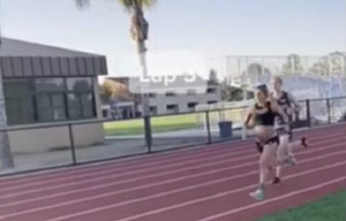 Suprug se odsekao od straha: Buduća majka 7 DANA pre porođaja trčala 1.600 metara po stazi (VIDEO)