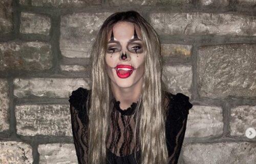 Ona je spremna za Noć Veštica: Da li prepoznajete pevačicu sa slike?! (FOTO)