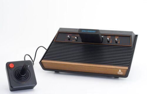 """Atari """"rasturio"""" Sony i Microsoft žurku! Legendarni VCS se vraća u novembru (VIDEO)"""