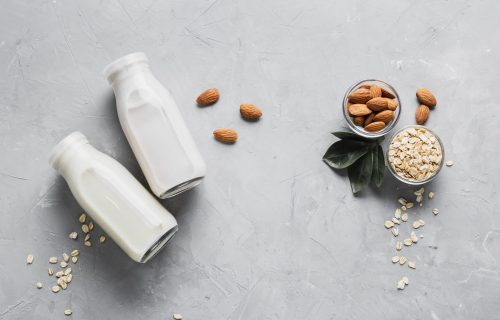Jeftina, zdrava i bolja od kupovnih: Napravite sami OVSENO i BADEMOVO mleko (RECEPT+VIDEO)